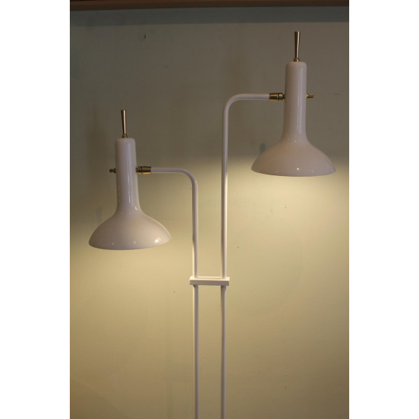 Double_Cone_Floor_Lamp_by_the_Laurel_Lamp_Mfg._Co. slide2