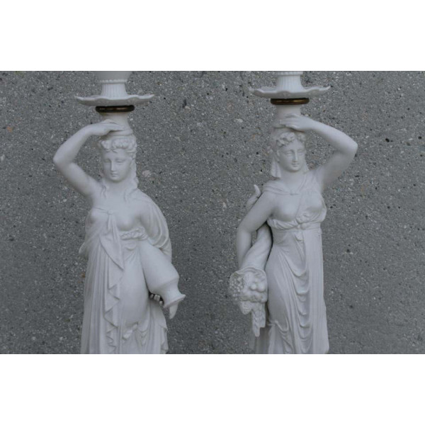 Pair_of_Porcelain_Goddess_Lamps,_Demeter_and_Iris slide4