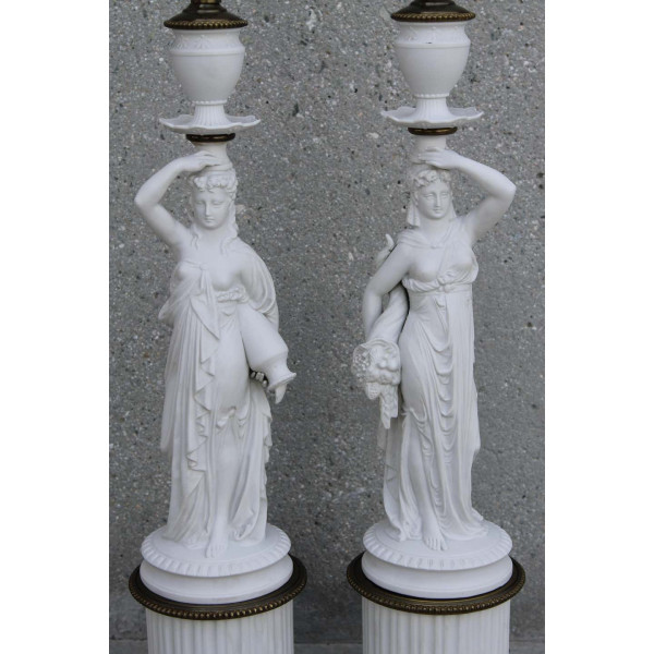 Pair_of_Porcelain_Goddess_Lamps,_Demeter_and_Iris slide3